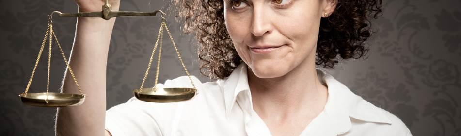 vrouw met weegschaal